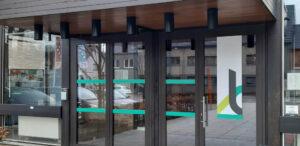 Renovatie inkomdeuren en verwarmingssysteem OC De Buiting